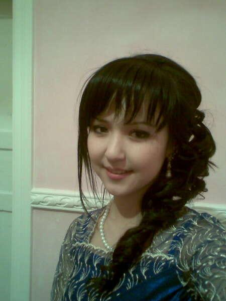 Uzbek Qizlari rasmi.