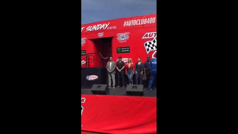 Видео фб - организаторы и гости AutoClub400 приветствуют участников гонки.