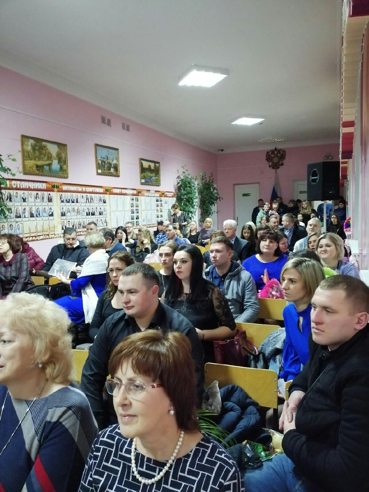 В школах посёлка прошли вечера встреч.