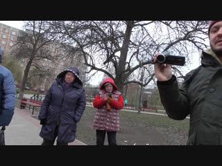Подозрительные бабушки не дали снять видео обзор в сквере.