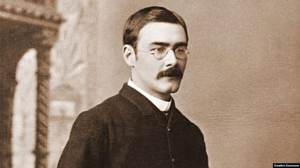 В 1902 году, в окрестностях деревушки Бэрваш в графстве Сассекс, Редьярд Киплинг приобрел старинный особняк по выгодной цене