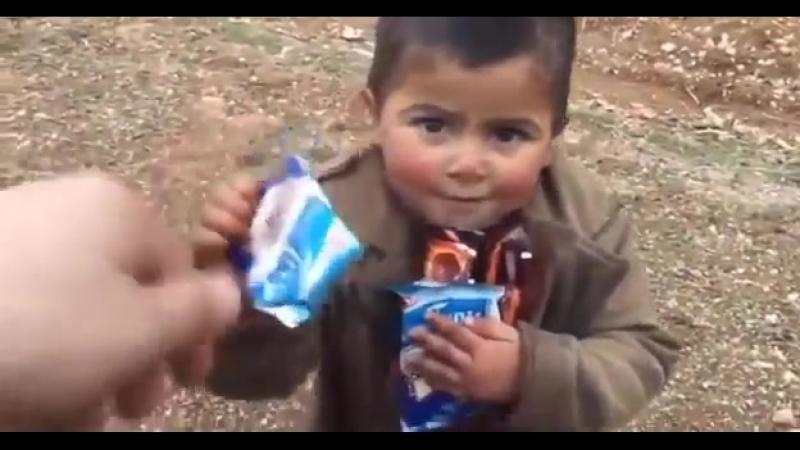 Çocuğa_Çikolata_veren_Türk_Askeri_duygusal_.mp4