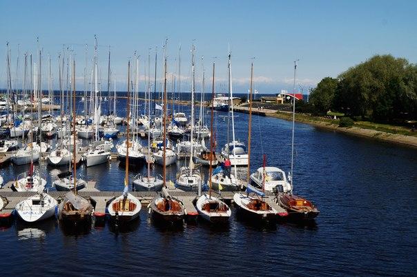 Яхты на пристани