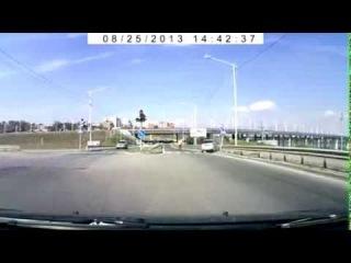 ДТП. Велосипедист направил авто в светофор. Иркутск 25.08.2013 Авария / Car crash