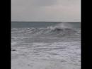 Вождение гидроцикла по огромным волнам