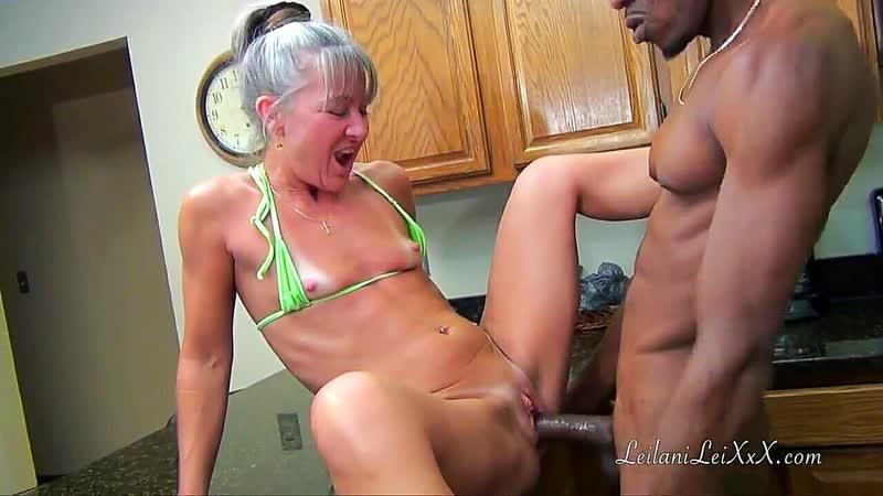 Leilani Lei. Зря бабуля стояла раком в бикини среди кухни. mature granny