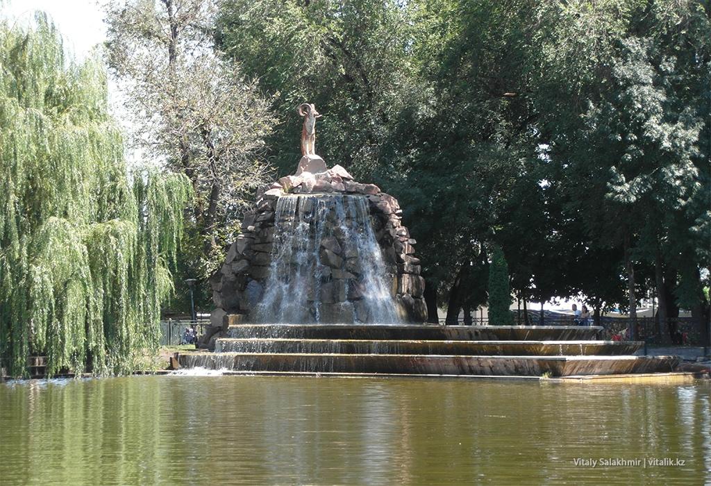 Водопад в Парке Горького Алматы
