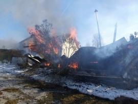В деревне Лысая гора под Тарусой выгорело дачное подворье