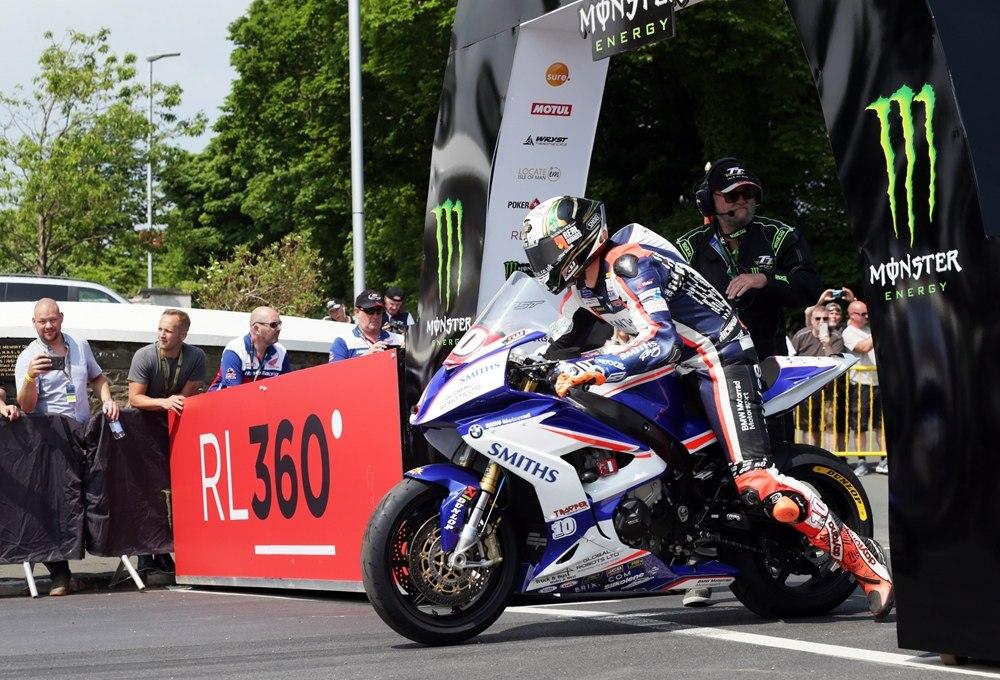 TT 2018: Питер Хикмен выиграл гонку Superstock TT