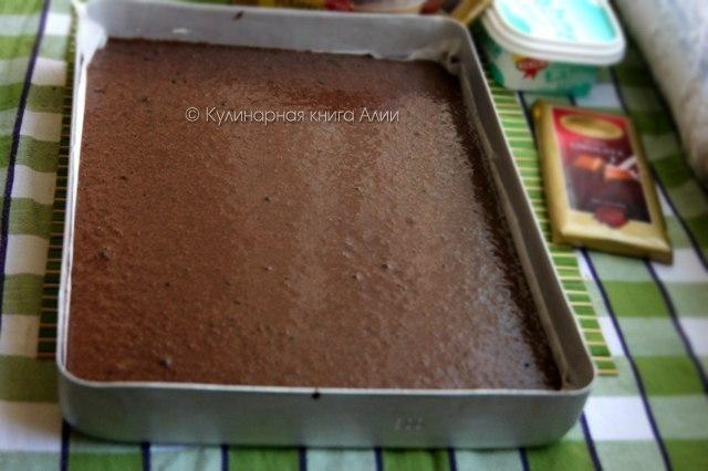 Влажный шоколадный торт с ореховым кремом. Этот тортик