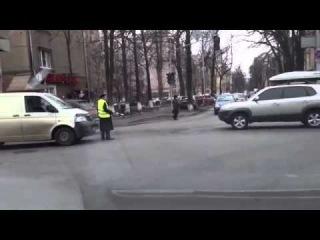 Киев сейчас-ебанутый регулировщик с майдана#сегодня#революция Украина