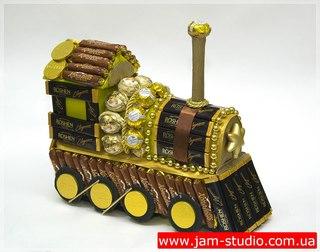 Оригинальные подарки: паровоз из конфет 166