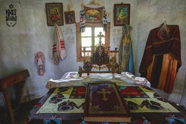 Фотографии заброшенных домов на западе Румынии.