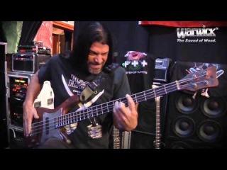 Басист группы Металлика Роберт Трухильо презентует подписную (signature) бас-гитару от Warwick