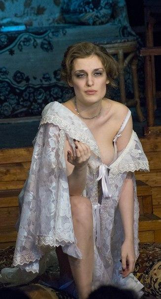 голые актрисы играют в спектаклях фото