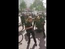 Die Hamburger Polizei benötigt zur Festnahme EINES Straftäters ca 30 Beamte