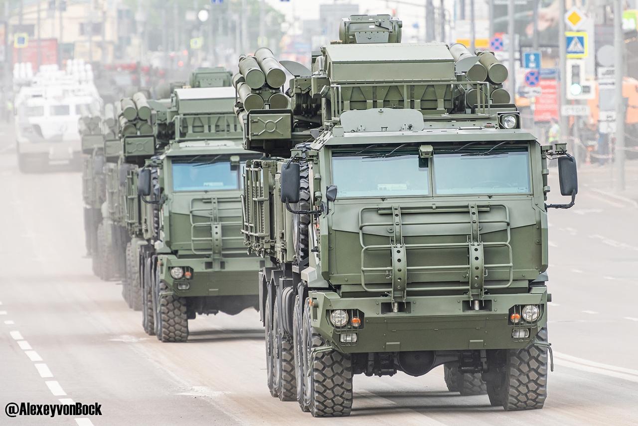 الدفاع الروسية تنشر صورا للعرض العسكري التجريبي الخاص باحتفالات عيد النصر SkvbztwmwMk