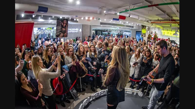 Концерт в ТЦ в честь 10-летия бренда Tezenis. 14 ноября 2018.