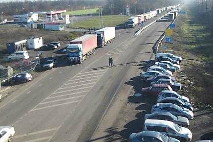 В Ростовской области на российско-украинской границе скопилось около 400 фур