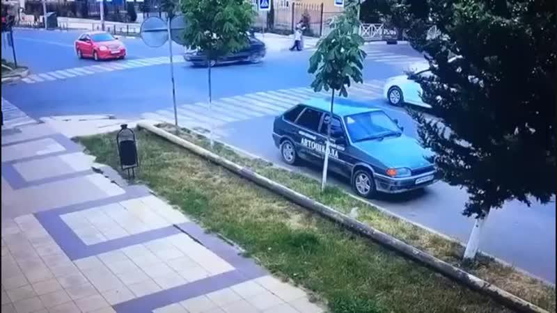 Жесткая авария на перекрестке в г Каспийск