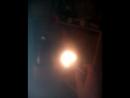 свечение лампы газовой без проводов провоцирование разряда и искрение между рукой и рядом стоящим молотком
