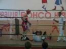 Красивый выстрел и падение в любительском боксе