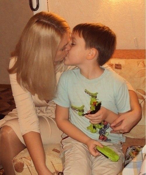 смотреть фото сын трахает связанную мать