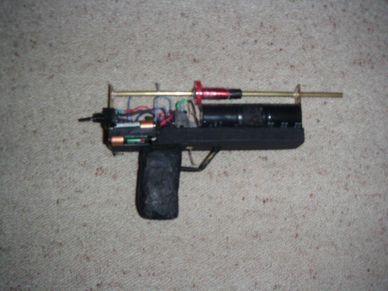 Самодельное оружие, сделанное в подпольных мастерских (38 фото) » Триникси 27