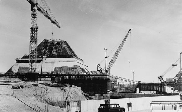 Секретный американский проект 70-х «Пирамида» Сравнительно недавно информация о странном сооружении на территории США появилась в общем доступе. Первые фотографии пирамиды и впрямь поражали