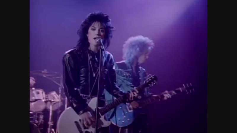 Joan Jett The Blackhearts - I Hate Myself for Loving You (Video)