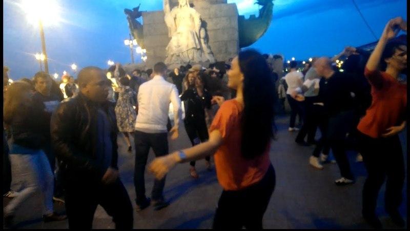 Санкт Петербург! Танцы под открытым небом!!Люди отдыхают,танцуют,веселятся
