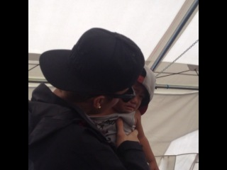 @justinbieber kisses a crying baby Yolanda survivor. #justinbieber #givebackphilippines #beliebers