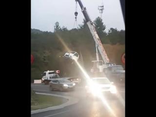 На федеральной трассе «Джубга-Сочи» в районе п. Каткова Щель произошло ДТП - автомобиль «Хендай» на крутом повороте перевернулся