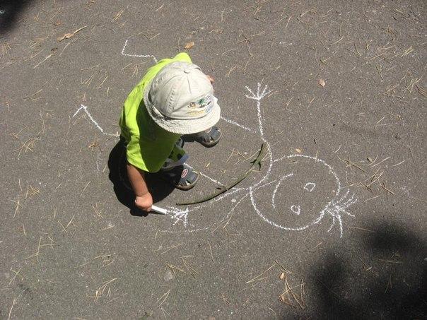 это рисунок мальчишки: