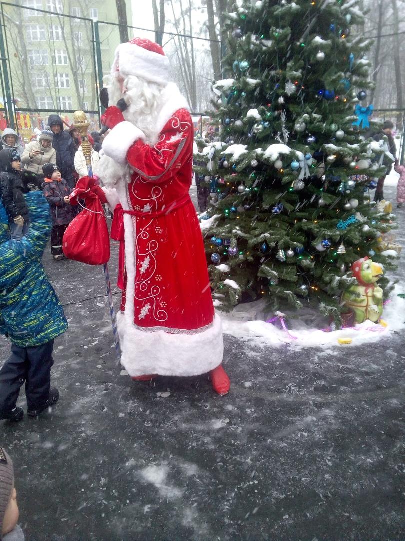 Дед Мороз на празднике Калининград
