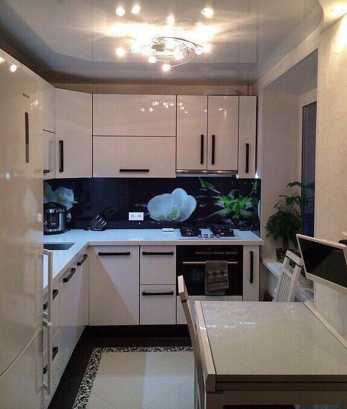 белая кухня в кваритире