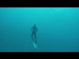 Фридайвинг тренировки в открытой воде. Почему фридайверы ныряют без маски? Ответ в описании к видео)