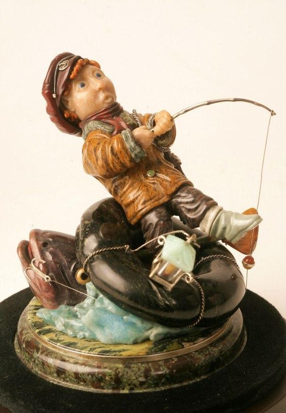 Рыбак - фигурка алтайских камнерезов