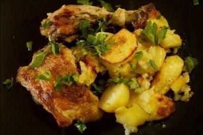 Курица с черносливом с картошкой в духовке рецепт