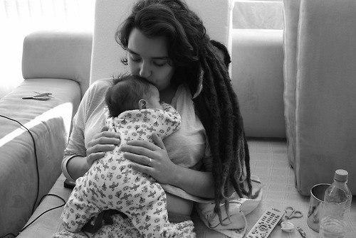 С появлением ребенка, у женщины развиваются нечеловеческие способности… видеть в темноте… слышать сквозь сон… ходить бесшумно и не спать сутками