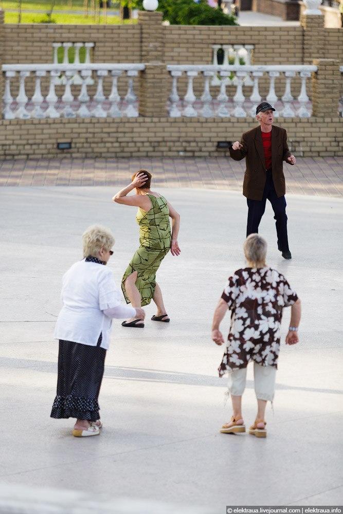 Танцы в парке Щербакова