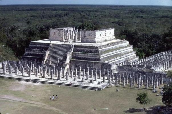 Чичен-Ица. Город пирамид Майя Приблизительно в 120 километрах к юго-востоку от города Мерида находятся руины древнего города Чичен-Ица. Это самая известная археологическая достопримечательность