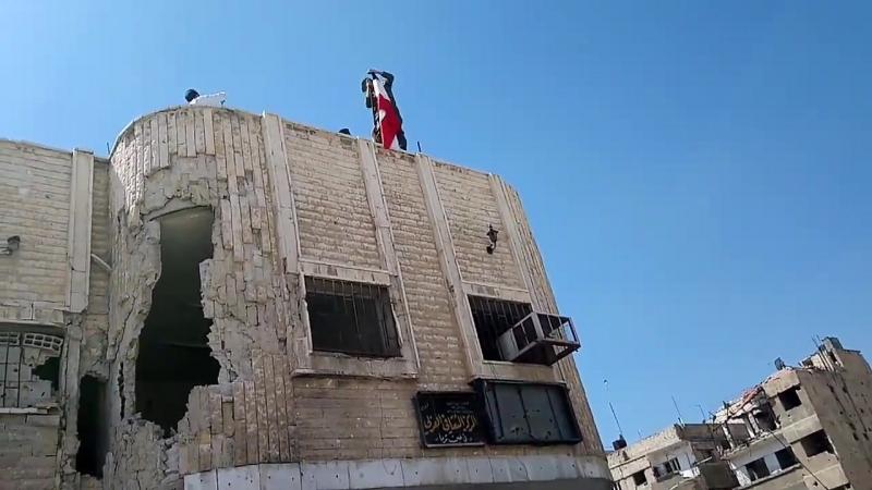 Поднятие Сирийского флага в Эйн Тэрма