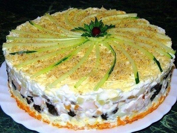 Подборка лучших рецептов салатов-тортов, которые всегда украсят Ваш праздничный стол.  2014-12-01 17:40:10 GMT.