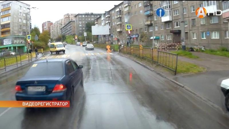 Опасный пешеходный переход и автоледи едет «против течения»