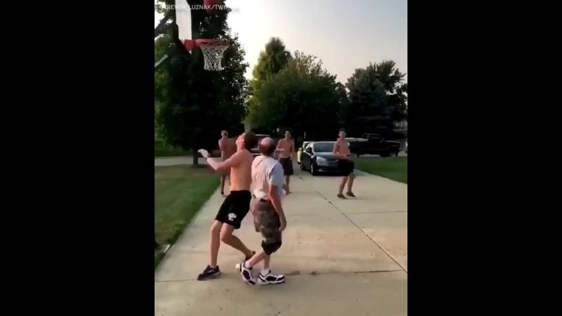 Трюк пожилого баскетболиста