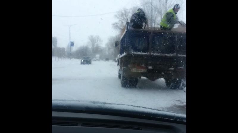 Мастера борьбы со льдом в Чепецке