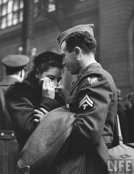 Трогательные кадры «Прощание на Пенсильванском вокзале», апрель 1943 года.