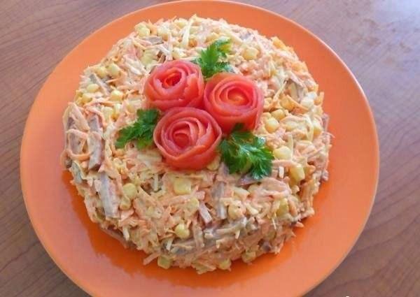 Вкусный салат с копченной колбасой Очень простой в
