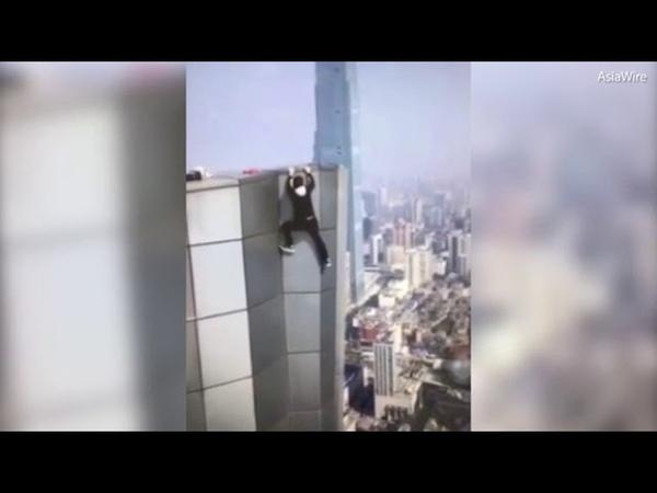 Страшное падение руфера с небоскреба попало на видео